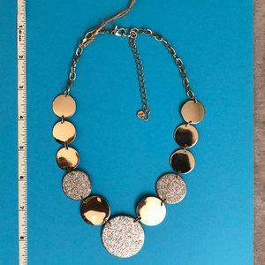 Spectacular women's necklace